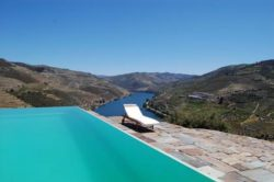 "Photo: Vacations in the Douro valley Source: ""Wines of Portugal"" und regionale Winzerverbände!"