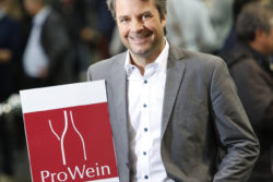 Photo: Visitor showing ProWein Logo